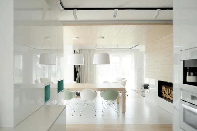 Современные апартаменты Сочетание белого и дерева