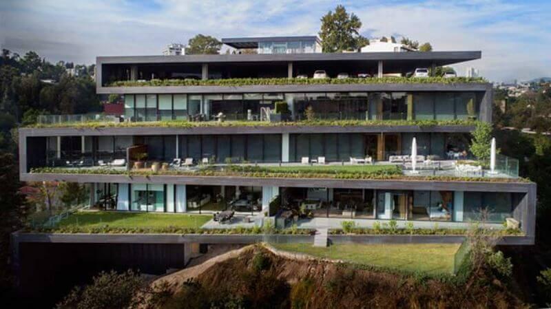 Невероятный жилой комплекс на склоне